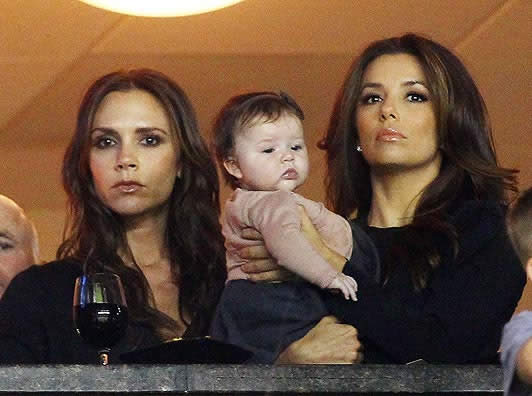 Victoria, Eva and Harper Seven are pout and about