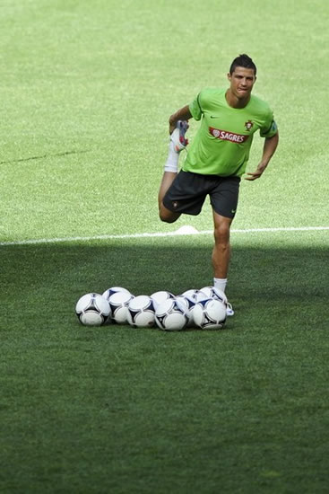 Portugal players prepare for Euro 2012
