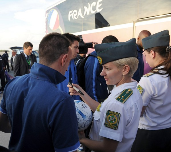 France National Team arrived in Ukraine donetsk, and the airline stewardess ask for their autographs