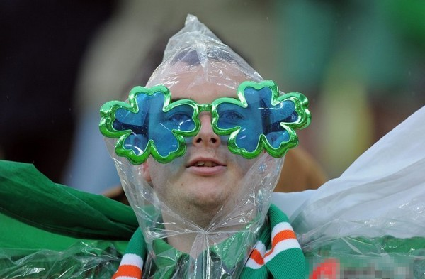 A tender moment for Ireland's fans