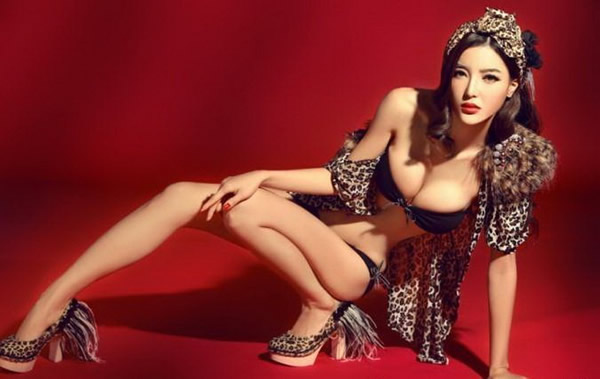 The Basketball Baby Wendy Lee's leopard-print look shows her wild ...