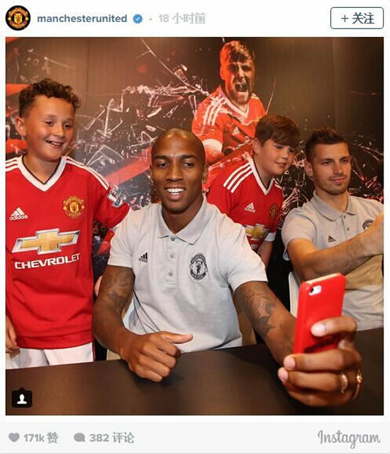 Man utd trio meet fans at signing event in manchester 7m sport man utd trio meet fans at signing event in manchester m4hsunfo