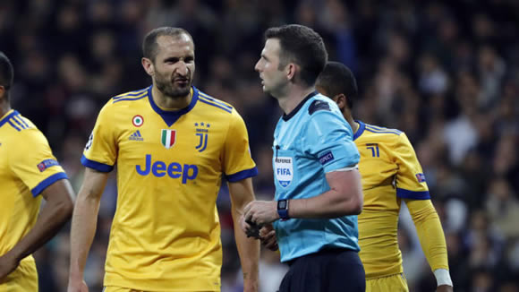 Chiellini gestures towards Real Madrid: How much have you paid the referees?
