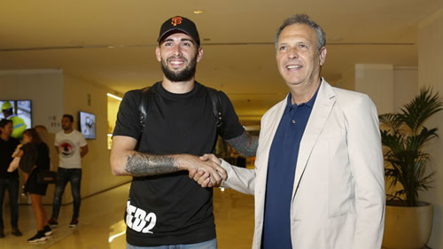 Aleix Vidal finally arrives in Seville to complete move
