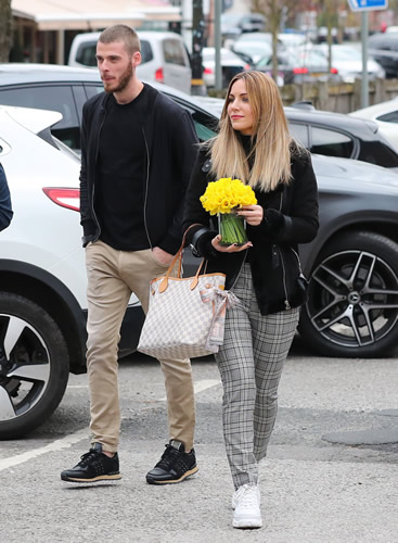 De Gea's stunning fiancee drives the van as Man Utd star takes visiting family out for lunch