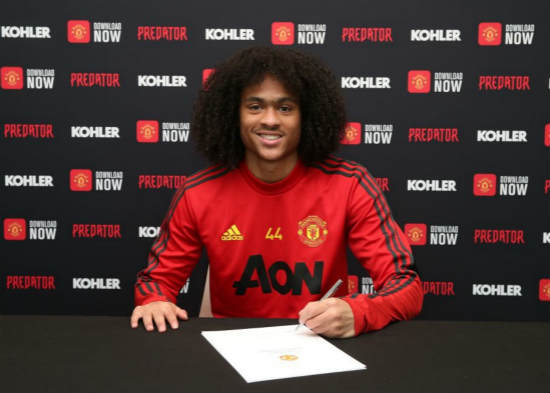 Official: Tahith Chong pens new Manchester United deal