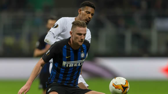 Manchester United make €65m bid for Inter's Skriniar
