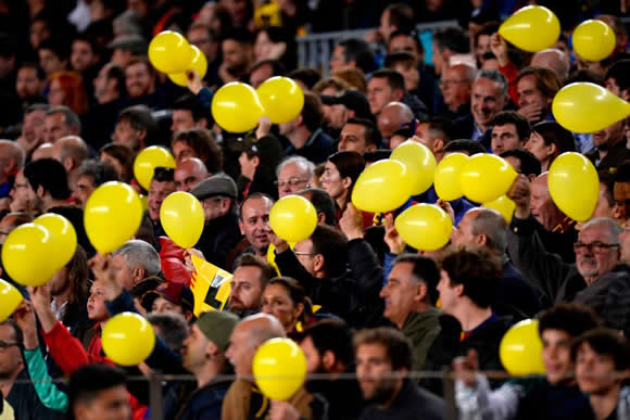 Barcelona vs Roma: Champions League clash temporarily stopped as yellow balloons rain down on Nou Camp turf in apparent political protest